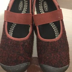 Keen wool Mary Jane Red Black Sz 9.5